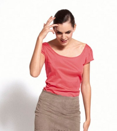 T-shirt PreVeng Corail et sa pochette fleurie