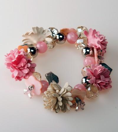 Bracelet Rose avec Fleurs, Perles et Breloques